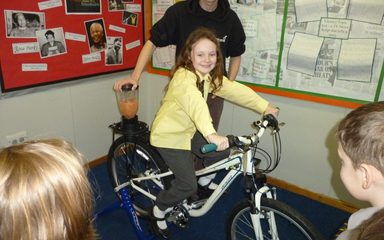 Year 2 make healthy smoothies with 'Bike it Ben'