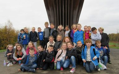 Y3 visit the Angel of the North